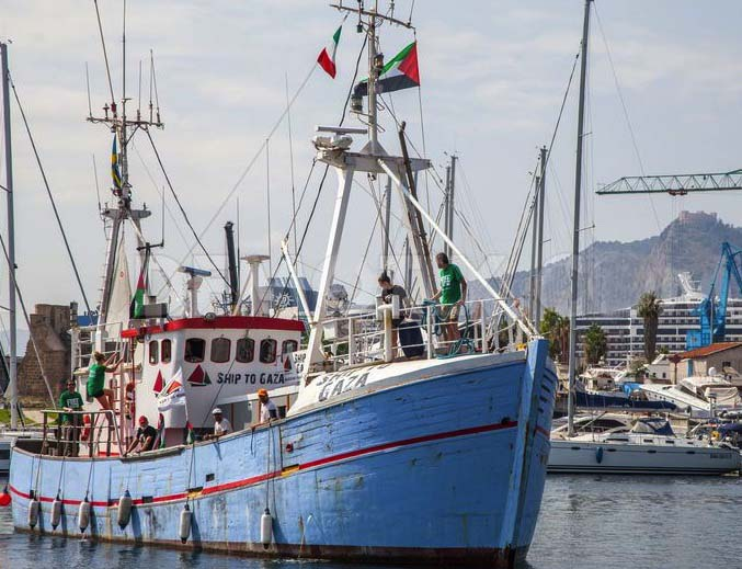 This ship of fools will propably be rescued by the Israeli navy, before the Scandinavians reach Gaza.