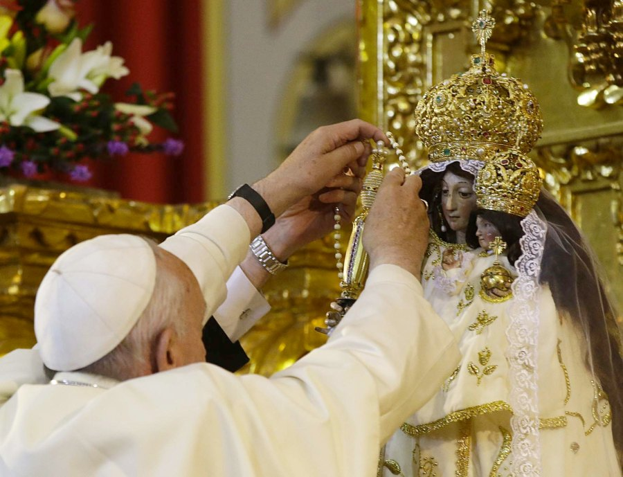 The Pope offer his rosary chain to the Queen of Heaven, blapheming the mother of Jesus the Messiah.