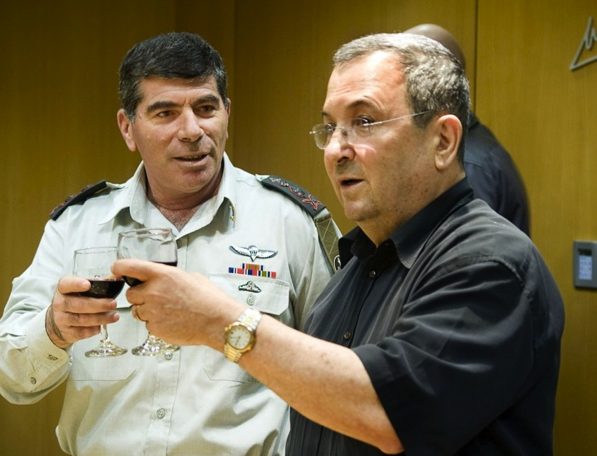 Former IDF chief Gabi Ashkenazi and Ehud Barak in better days.