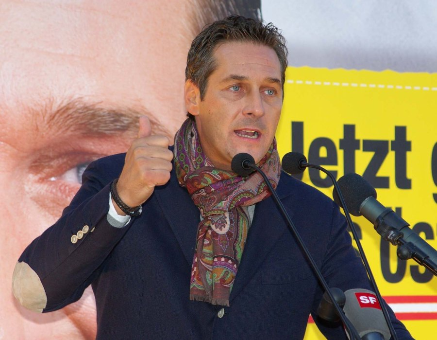 Heinz-Christian Strache correctly place the responsibility for the refugee crisis on Obama and NATO.