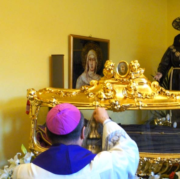 The parish priest offers insence to the dead body, in an act of worship.