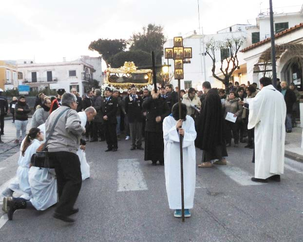 The Roman Catholics are told to kneel and bow their head in prayers.