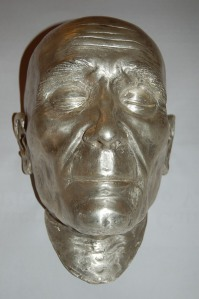 This silver colored death mask of the Pope now cover the skull.