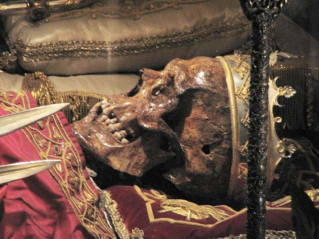 One of the skulls in the crypt in Milan has a goldern crown.