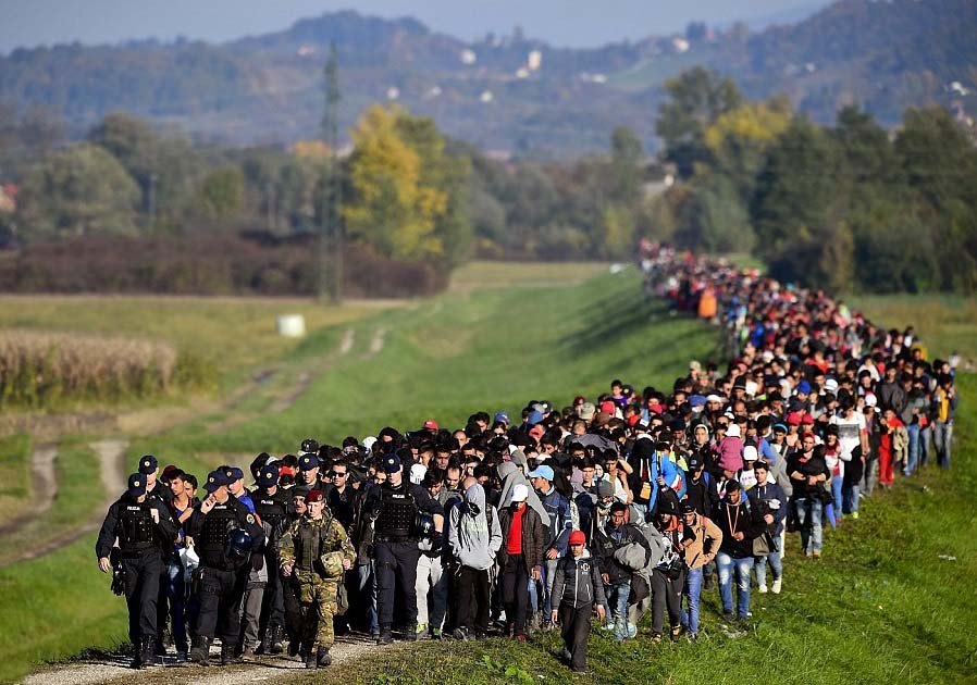 The Muslims invading Europe is guided by the police on the Balkans.