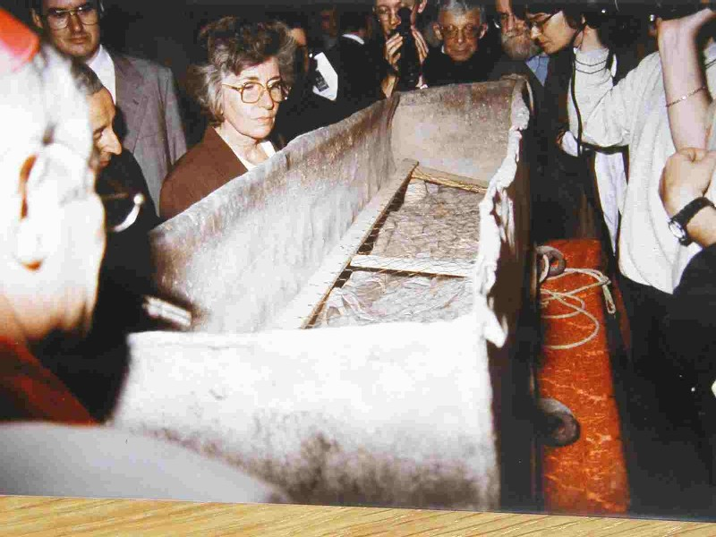 The bones and skull are covered inside the coffin.
