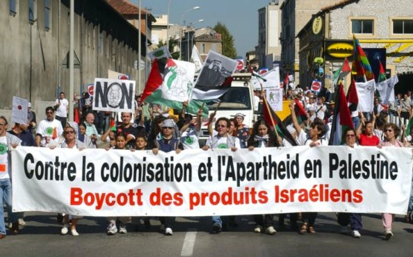 Deceived by Muslims, secular citizens of France call for boycott of Israeli products.