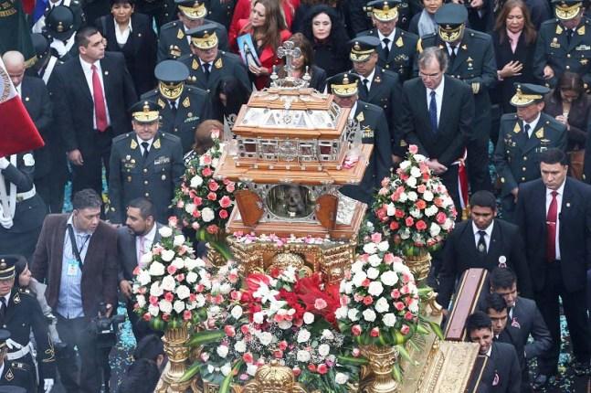 "MILES DE FIELES INICIAN FESTEJOS POR 400 A""OS DE MUERTE DE SANTA ROSA DE LIMA"